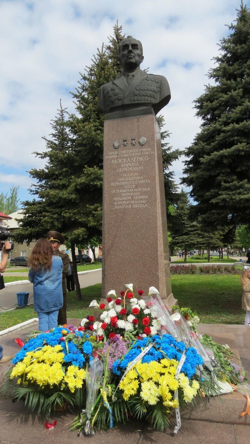 Праздник со слезами на глазах: в Покровске отметили День Победы, фото-28