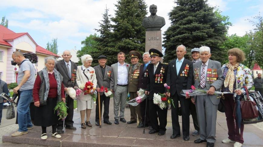 Праздник со слезами на глазах: в Покровске отметили День Победы, фото-23