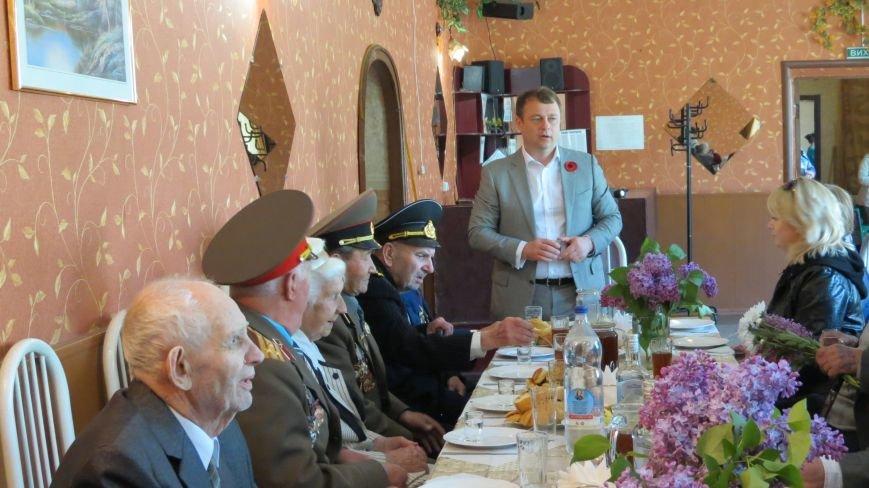 Праздник со слезами на глазах: в Покровске отметили День Победы, фото-24