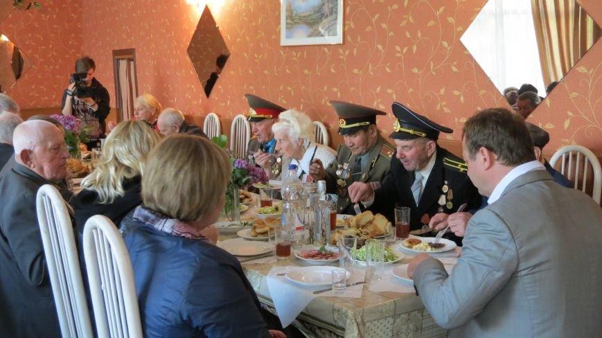 Праздник со слезами на глазах: в Покровске отметили День Победы, фото-27