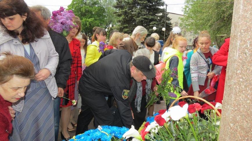 Праздник со слезами на глазах: в Покровске отметили День Победы, фото-19