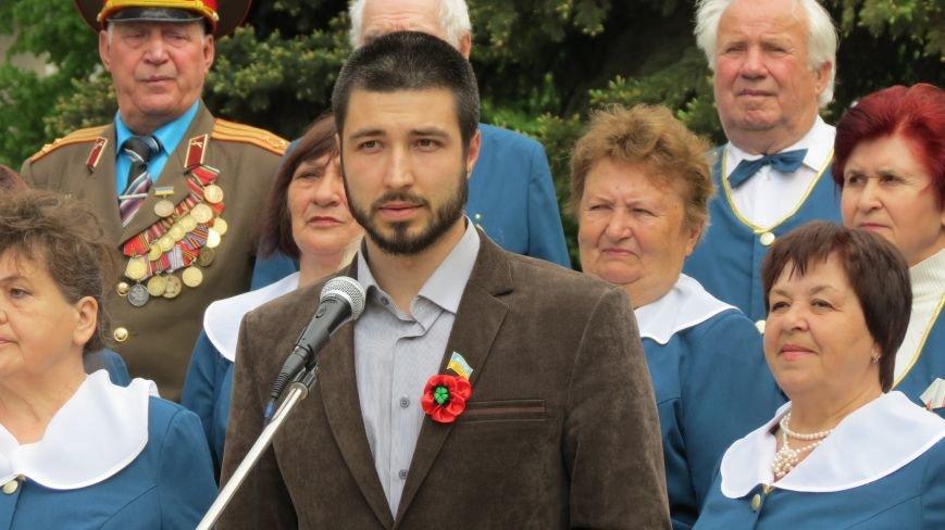 Праздник со слезами на глазах: в Покровске отметили День Победы, фото-12