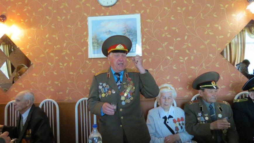 Праздник со слезами на глазах: в Покровске отметили День Победы, фото-25