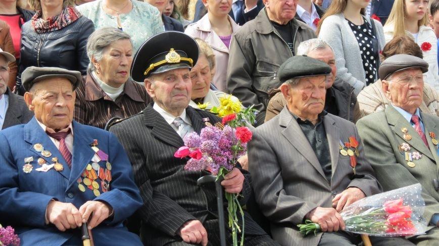 Праздник со слезами на глазах: в Покровске отметили День Победы, фото-4