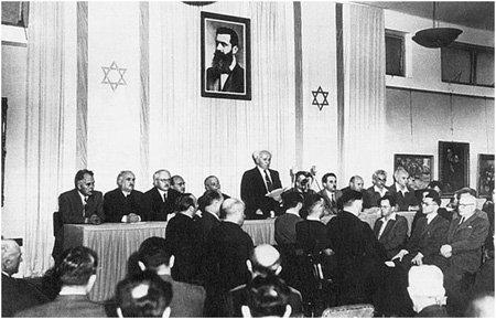 (14 мая 1948 г) Давид Бен-Гурион в Тель-Авиве провозлашает создание государства Израиль .