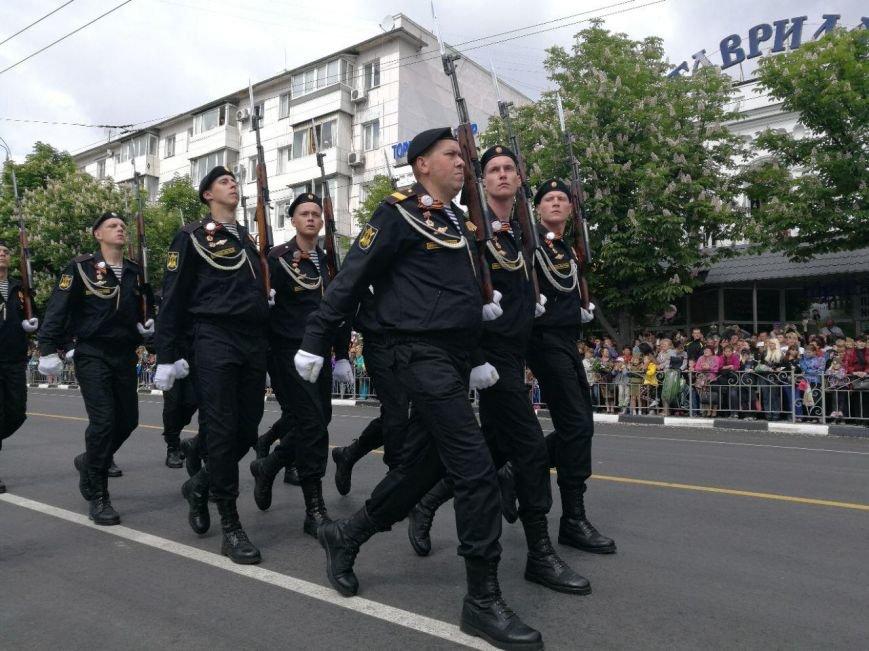 День Победы в Симферополе: шествие «Бессмертного полка» и военный парад (ФОТО), фото-7