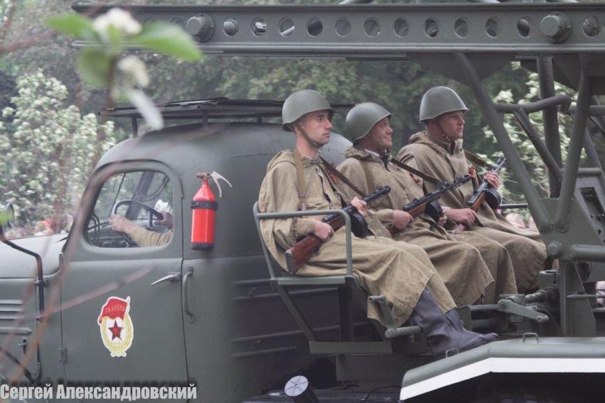 В Донецке боевики «ДНР» провели парад с участием бронетехники (ФОТО), фото-2