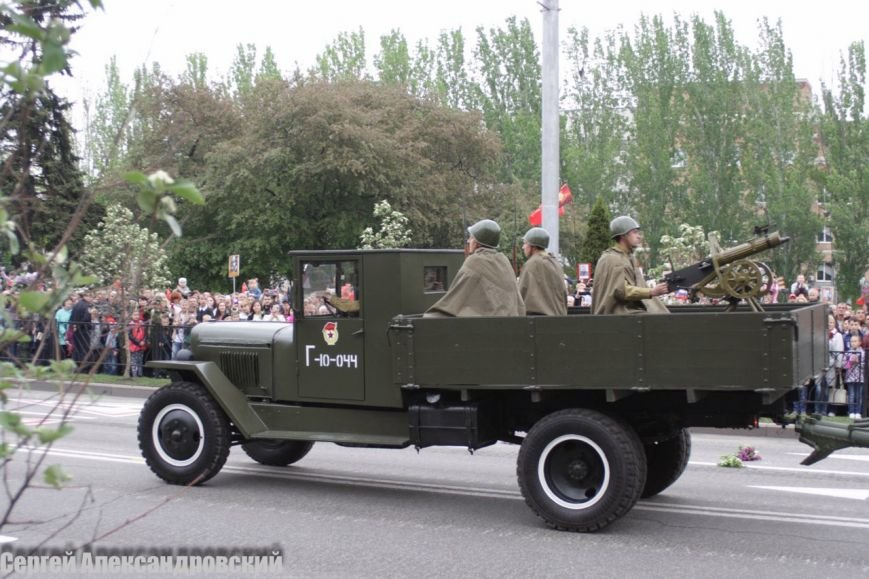 В Донецке боевики «ДНР» провели парад с участием бронетехники (ФОТО), фото-3
