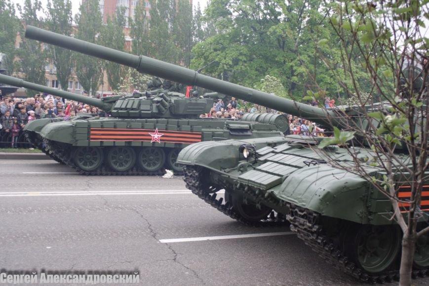 В Донецке боевики «ДНР» провели парад с участием бронетехники (ФОТО), фото-6