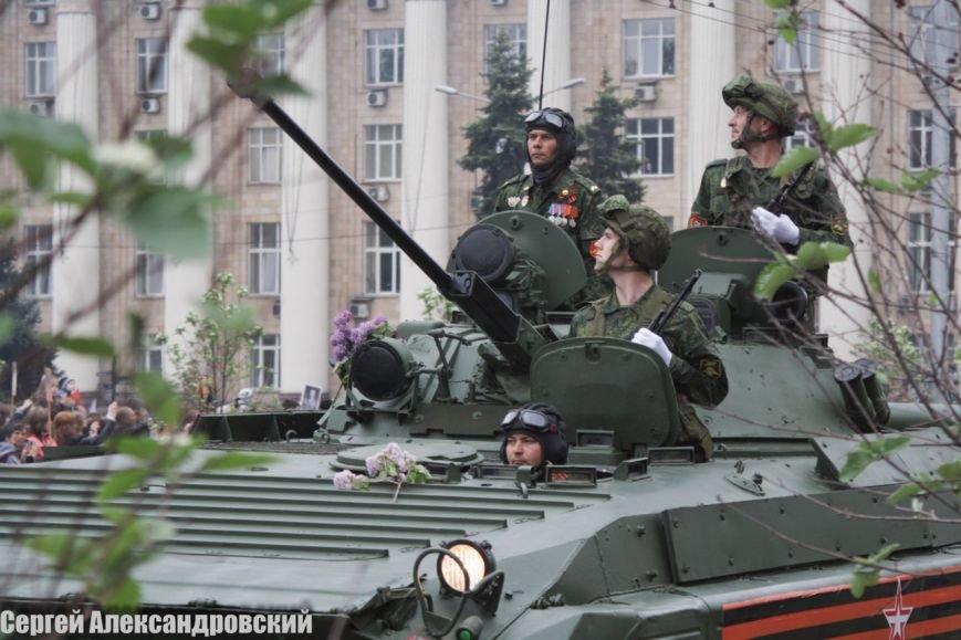В Донецке боевики «ДНР» провели парад с участием бронетехники (ФОТО), фото-8