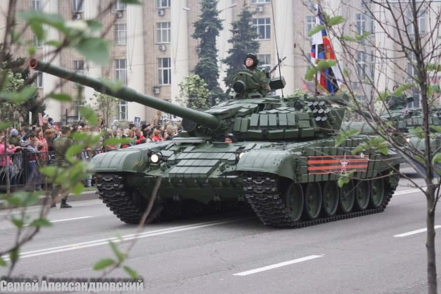 В Донецке боевики «ДНР» провели парад с участием бронетехники (ФОТО), фото-5