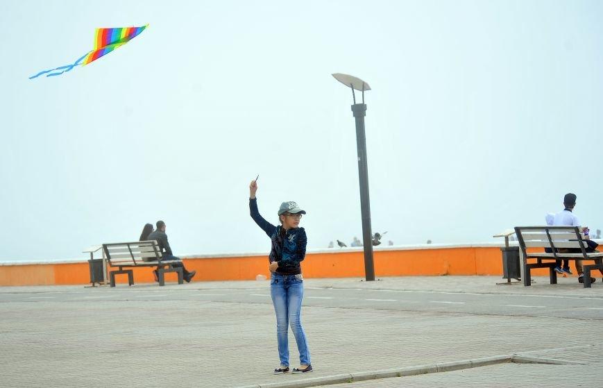 Актау накрыл густой туман в День Победы. Фото, фото-7