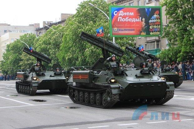 """На военном параде в Луганске показали около 100 единиц военной техники, """"Грады"""" и зенитные ракетные комплексы, фото-3"""