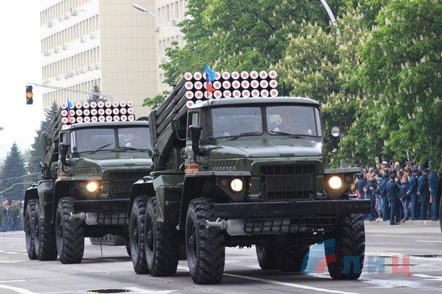"""На военном параде в Луганске показали около 100 единиц военной техники, """"Грады"""" и зенитные ракетные комплексы, фото-7"""