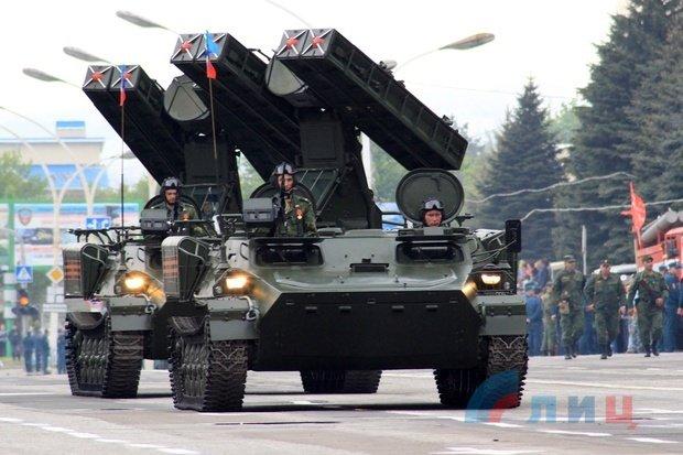 """На военном параде в Луганске показали около 100 единиц военной техники, """"Грады"""" и зенитные ракетные комплексы, фото-9"""