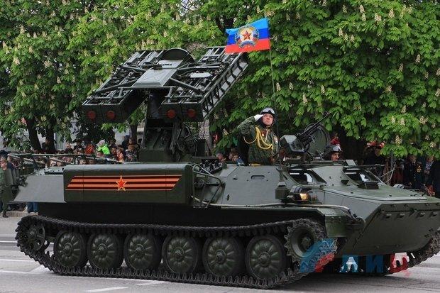 """На военном параде в Луганске показали около 100 единиц военной техники, """"Грады"""" и зенитные ракетные комплексы, фото-4"""