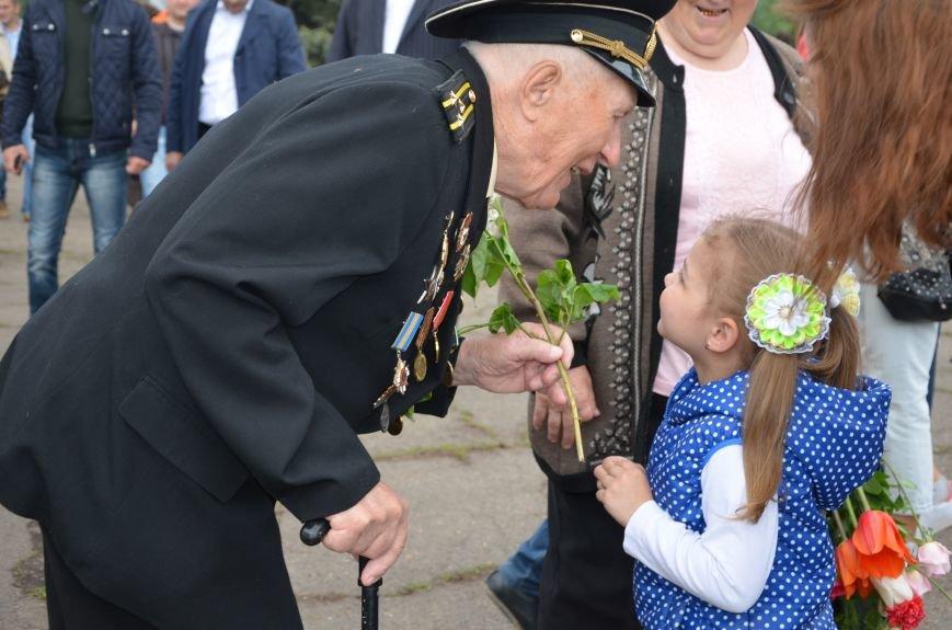 Мариупольцы празднуют День Победы (ФОТОРЕПОРТАЖ+ВИДЕО), фото-34