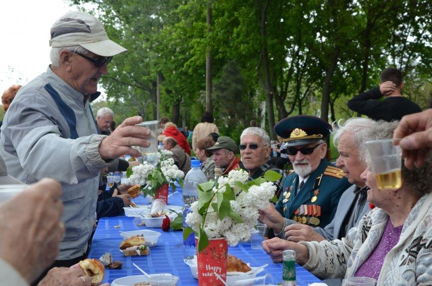 Мариупольцы празднуют День Победы (ФОТОРЕПОРТАЖ+ВИДЕО), фото-35