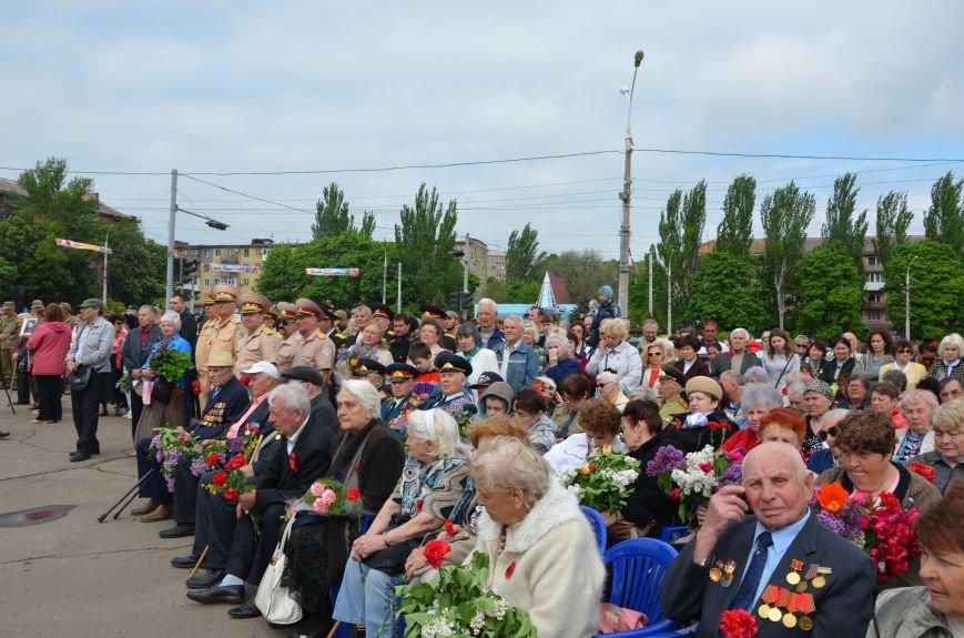 Мариупольцы празднуют День Победы (ФОТОРЕПОРТАЖ+ВИДЕО), фото-6