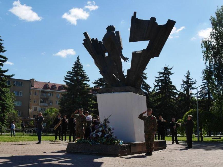 Як в Ужгороді відзначили День Перемоги над нацизмом: фото, фото-12