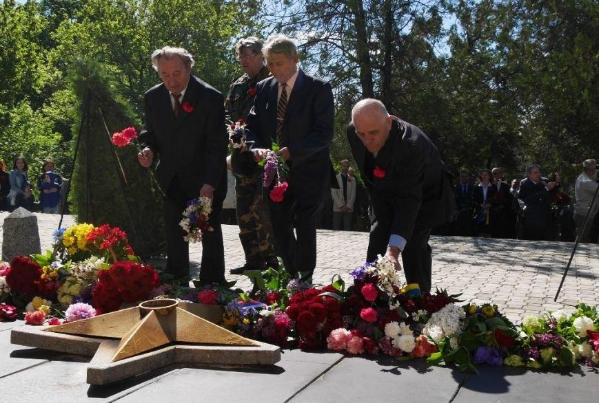 Як в Ужгороді відзначили День Перемоги над нацизмом: фото, фото-14