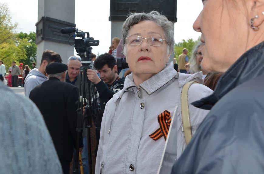 В Мариуполе патриоты отобрали у женщины георгиевскую ленточку (ФОТО+ВИДЕО), фото-1