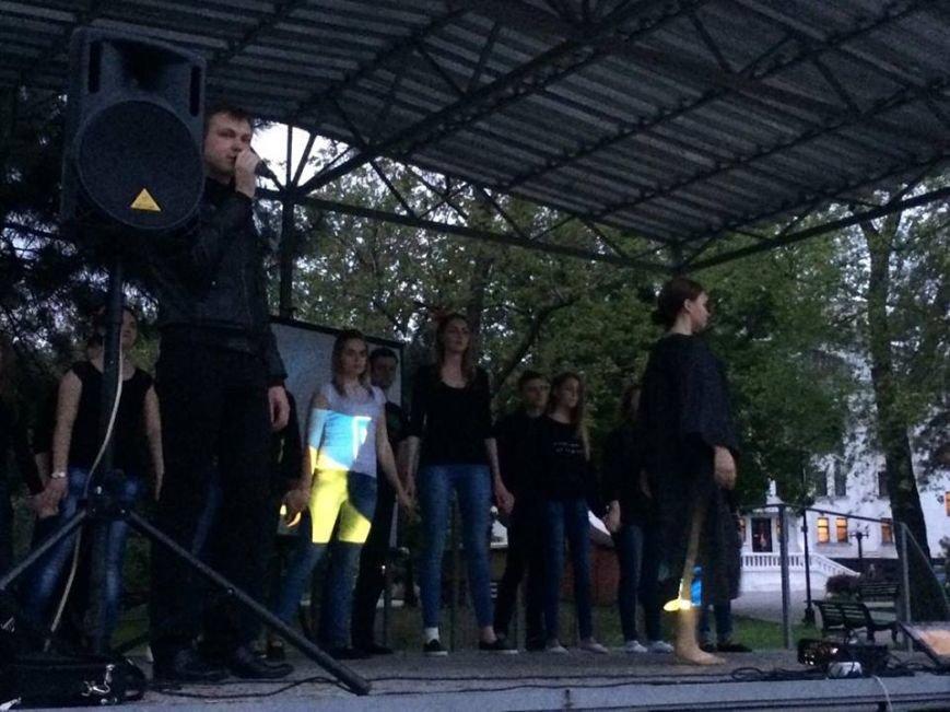 В центре Мариуполя показали фильм о событиях 9  мая 2014( ВИДЕО), фото-1