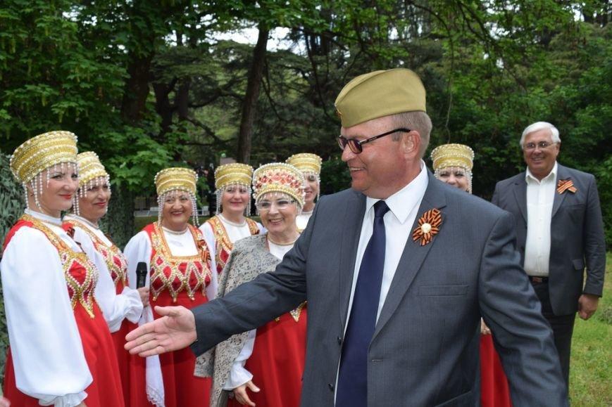 Глава администрации Симферополя щеголял в пилотке (ФОТО), фото-2