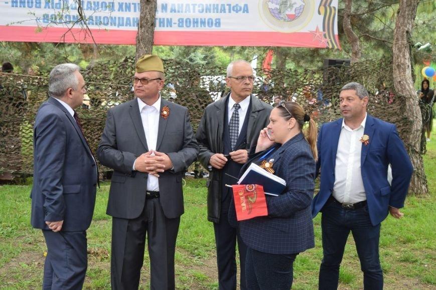Глава администрации Симферополя щеголял в пилотке (ФОТО), фото-1