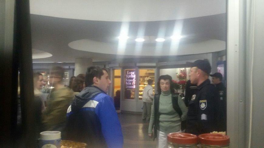 На площади Свободы взрывчатку не нашли (ФОТО), фото-2