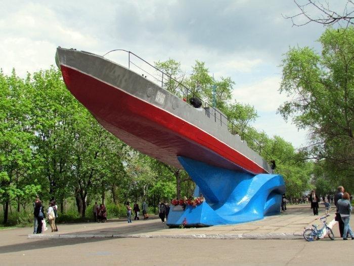 В Мариуполе забыли покрасить памятник к 9 мая? (ФОТОФАКТ), фото-5