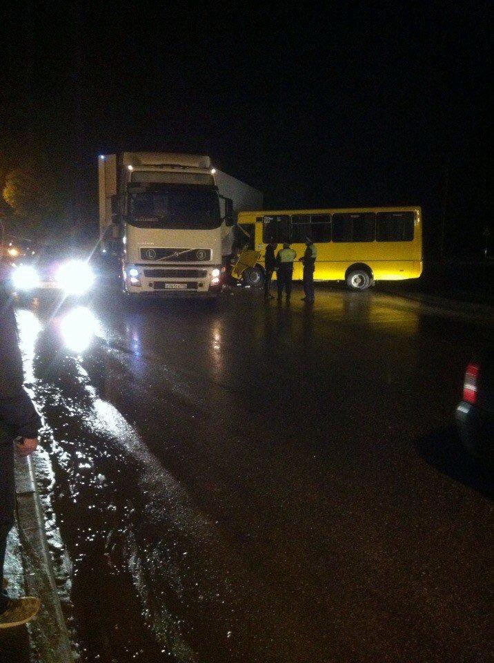 В Симферополе маршрутка врезалась в фуру (ФОТО, обновлено), фото-4