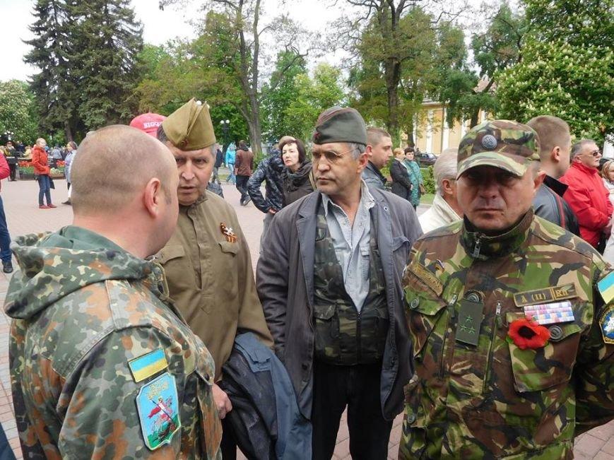Провокаторы с «георгиевской» ленточкой пытались сорвать в Чернигове 9 мая, фото-3