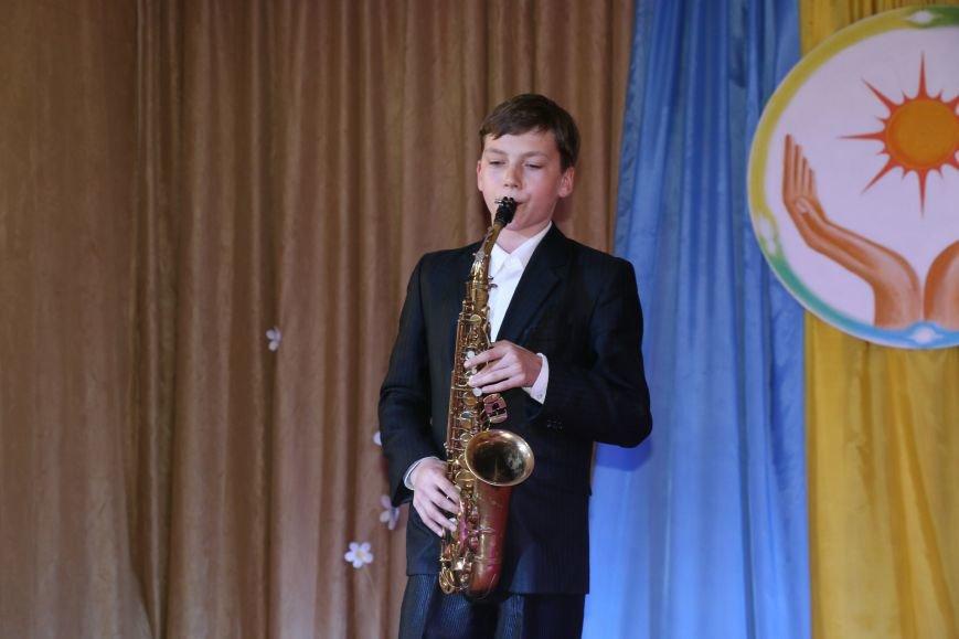 В Бахмуте провели благотворительный концерт в поддержку Анастасии Рыбальченко, фото-14
