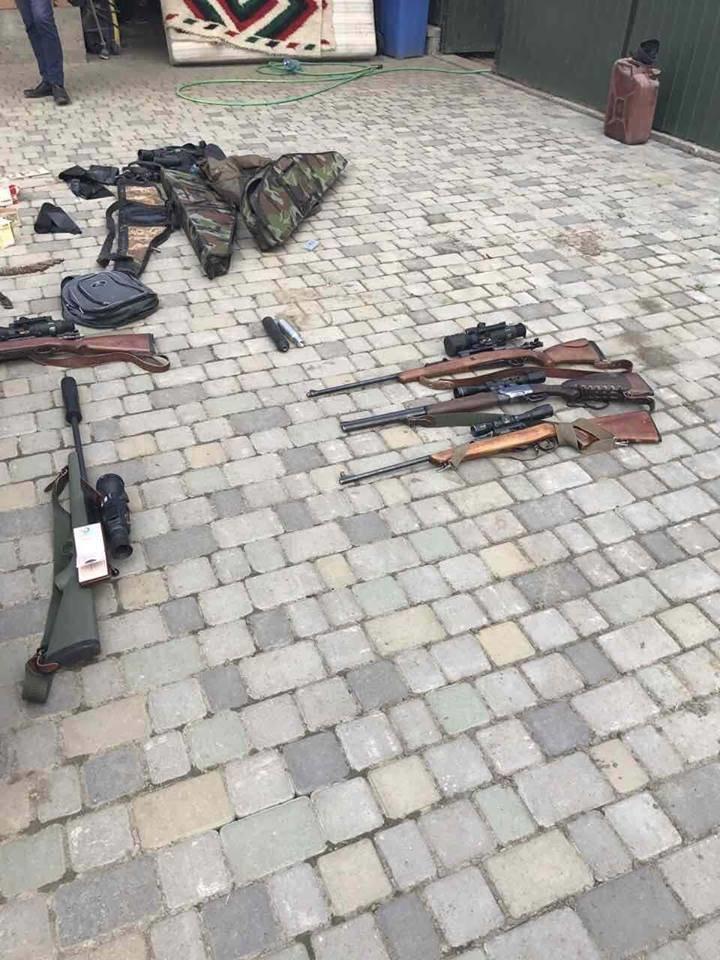 У голови одного з товариств мисливців Ужгородщини у ході обшуків знайшли арсенал незаконної зброї: фото, фото-2