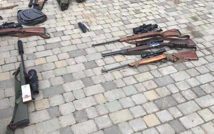 У голови одного з товариств мисливців Ужгородщини у ході обшуків знайшли арсенал незаконної зброї: фото, фото-1
