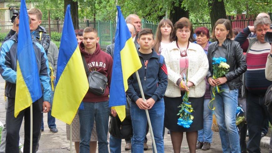 В Покровске увековечили память погибшего в зоне АТО земляка, 22-летнего Влада Казарина, фото-3