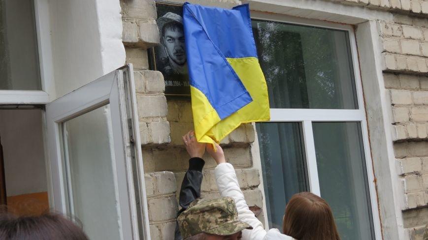 В Покровске увековечили память погибшего в зоне АТО земляка, 22-летнего Влада Казарина, фото-5