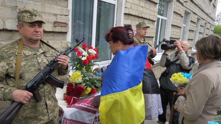 В Покровске увековечили память погибшего в зоне АТО земляка, 22-летнего Влада Казарина, фото-11