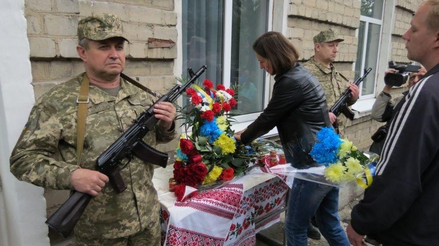В Покровске увековечили память погибшего в зоне АТО земляка, 22-летнего Влада Казарина, фото-12