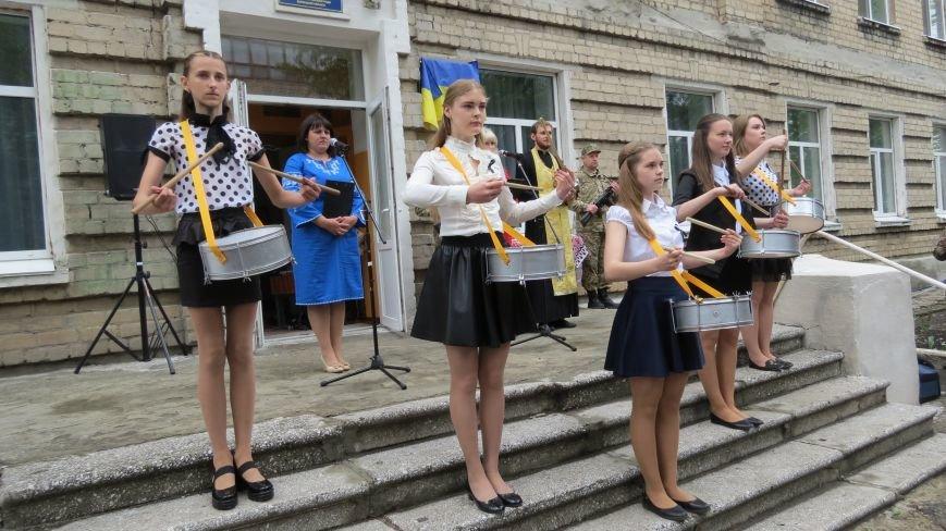 В Покровске увековечили память погибшего в зоне АТО земляка, 22-летнего Влада Казарина, фото-1