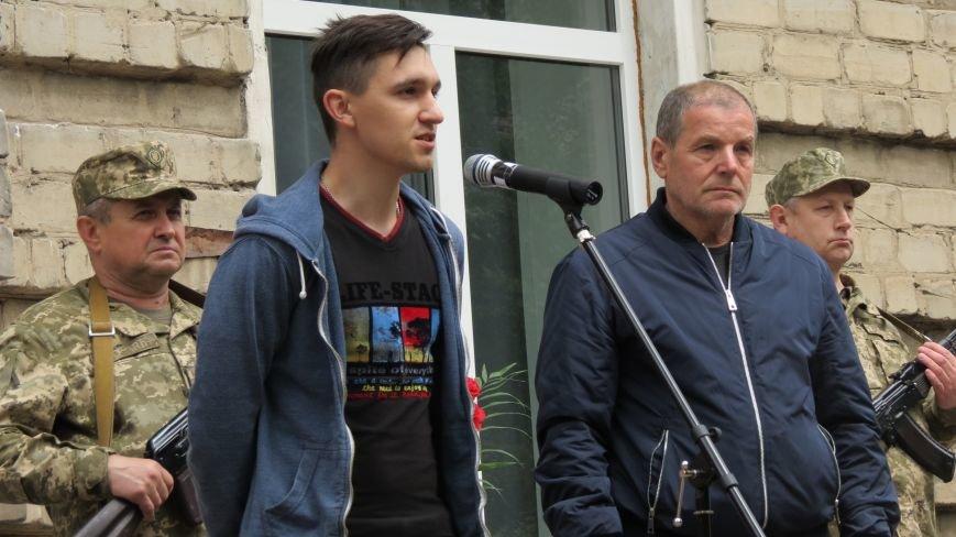 В Покровске увековечили память погибшего в зоне АТО земляка, 22-летнего Влада Казарина, фото-8