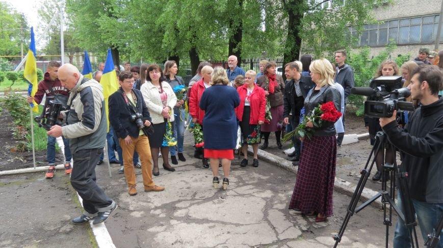 В Покровске во время митинга парень потерял сознание, фото-1