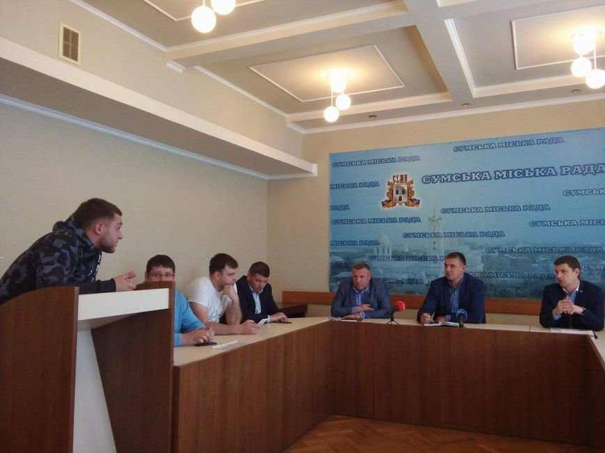 В Сумском горсовете снова драка (ФОТО+ВИДЕО), фото-2