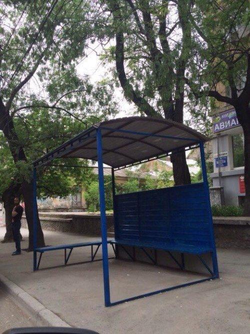 Вместо установки новых остановок власти Симферополя решили покрасить старые (ФОТО), фото-3