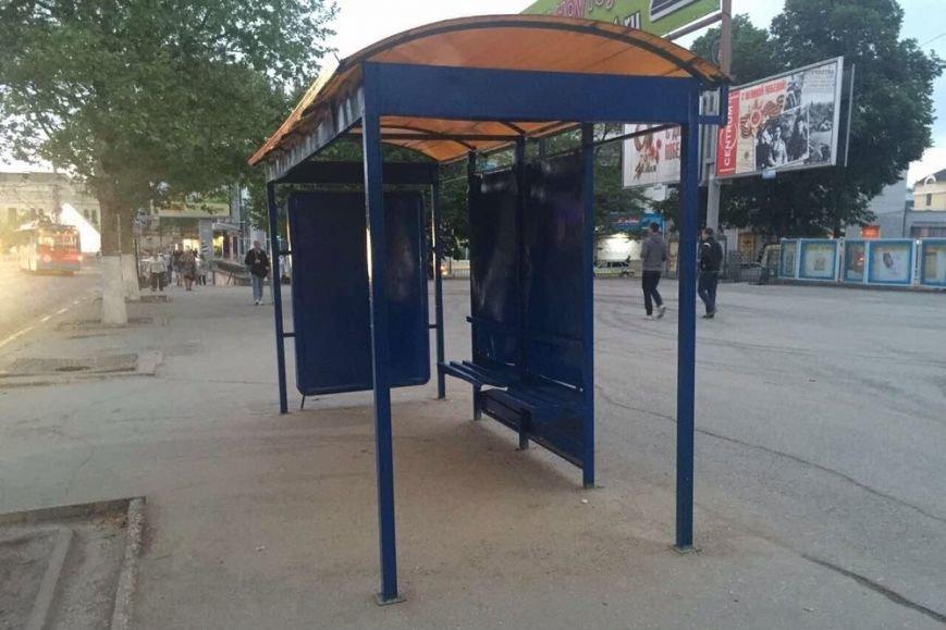 Вместо установки новых остановок власти Симферополя решили покрасить старые (ФОТО), фото-2