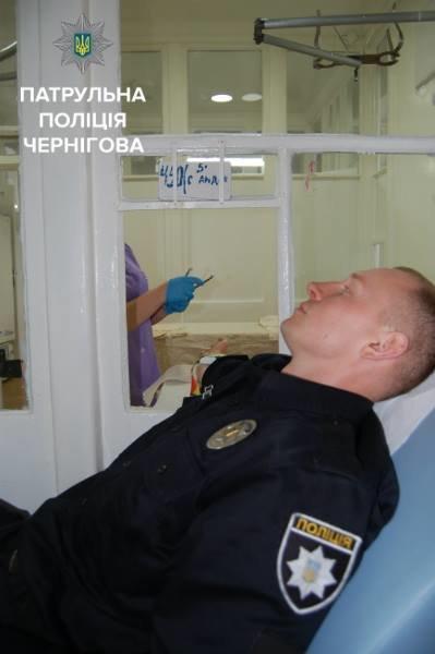 Черниговские копы сдали кровь для пострадавших в ДТП, фото-2