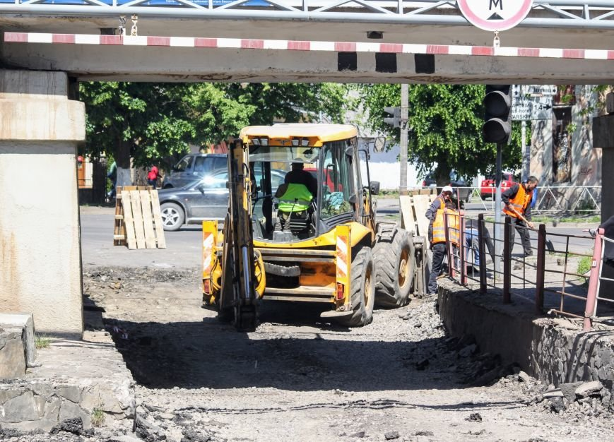 Мільйон гривень за нову дорогу і бруківку під переїздом: як ремонтують вулицю Антонівську (ФОТОРЕПОРТАЖ), фото-3