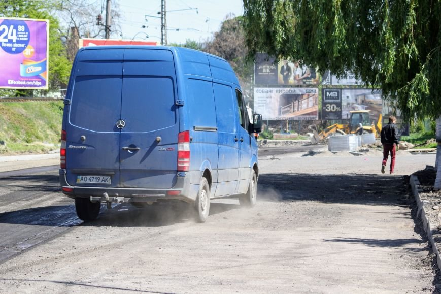 Мільйон гривень за нову дорогу і бруківку під переїздом: як ремонтують вулицю Антонівську (ФОТОРЕПОРТАЖ), фото-11