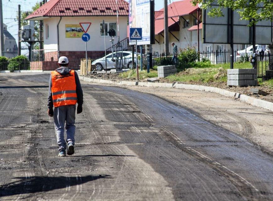 Мільйон гривень за нову дорогу і бруківку під переїздом: як ремонтують вулицю Антонівську (ФОТОРЕПОРТАЖ), фото-15